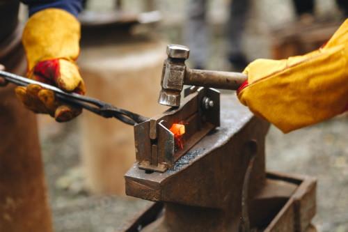 Régi szakmák új köntösben - nézzük meg mit csinál a kovács!
