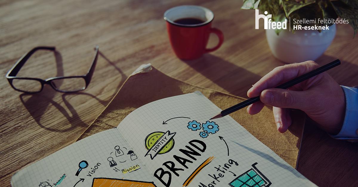Az employer branding fogalma köszön vissza a képen, melyet egy jegyzetfüzetben megalkotott mind map jelez, a márkát a középpontba helyezve.
