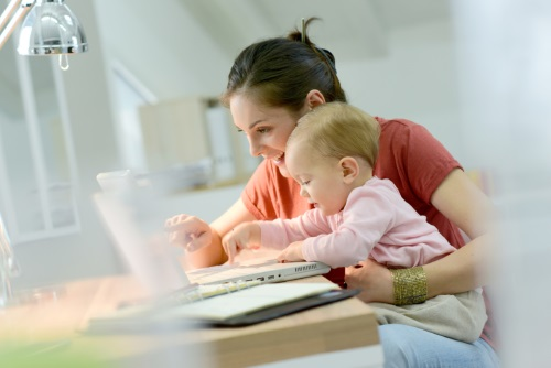 A munkajogász válaszol: amit kismamaként tudnunk kell - munka, részmunkaidő, kismama